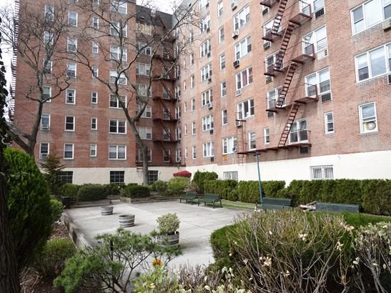3 Sadore Lane 3k, Yonkers, NY - USA (photo 3)