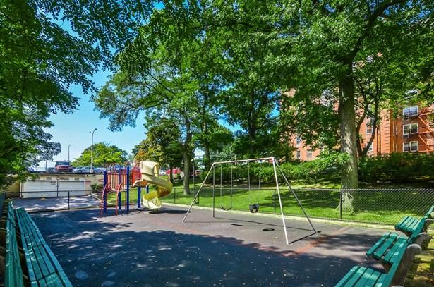 5 Sadore Lane 4r, Yonkers, NY - USA (photo 3)