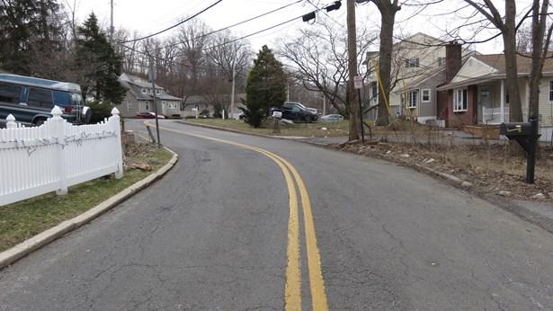 56 Cabot Avenue, Elmsford, NY - USA (photo 4)