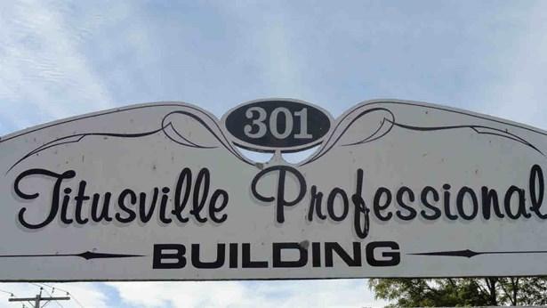 301 Titusville, La Grange, NY - USA (photo 2)