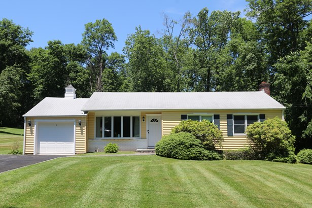 930 Holyoke Road, Yorktown Heights, NY - USA (photo 1)