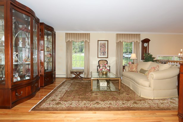 29 Mcmillan Avenue, Mahopac, NY - USA (photo 3)