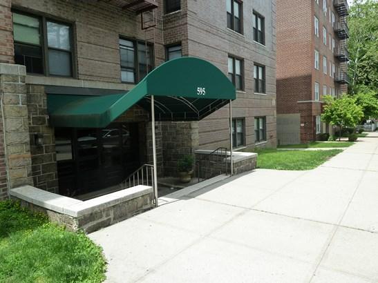 595 Mclean Avenue 5h, Yonkers, NY - USA (photo 1)