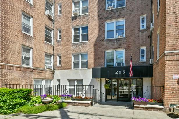 205 E 238th Street 5i, Bronx, NY - USA (photo 1)
