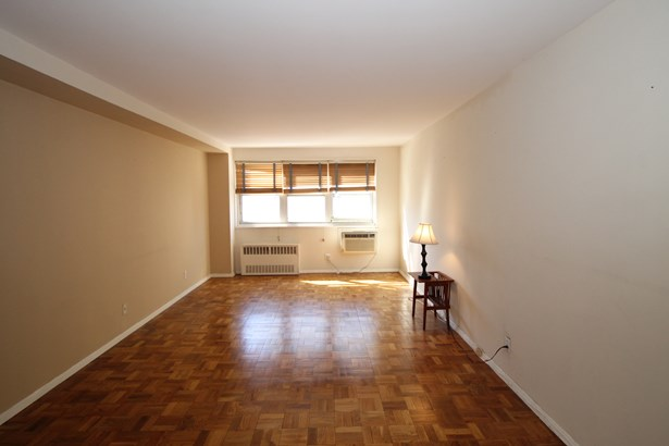 33 Barker Avenue 4f, White Plains, NY - USA (photo 3)