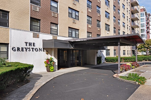 1085 Warburton Avenue 614, Yonkers, NY - USA (photo 1)