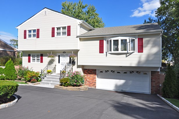 132 Bowbell Road, White Plains, NY - USA (photo 1)
