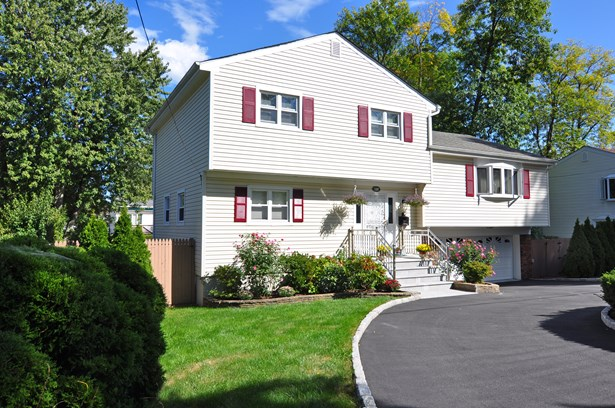 132 Bowbell Road, White Plains, NY - USA (photo 2)