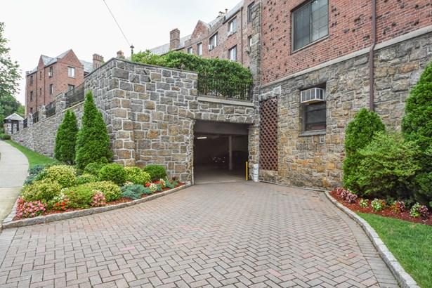 914 Wynnewood Road 3d, Pelham, NY - USA (photo 2)
