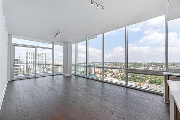 Mid/Hi-Rise Condominium, Contemporary/Modern - Houston, TX