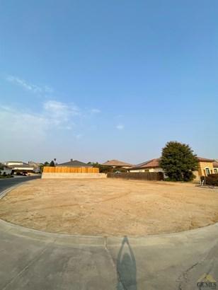 Lot - Bakersfield, CA