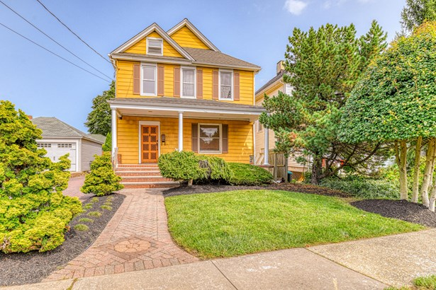 Colonial, Single Family,Detached - Red Bank, NJ