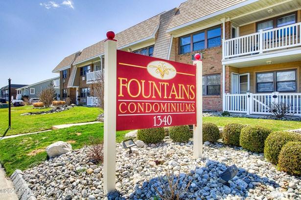 Condominium,Condominium, Lower Level - Sea Bright, NJ