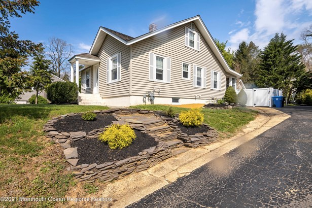 Cape, Single Family,Detached - Red Bank, NJ
