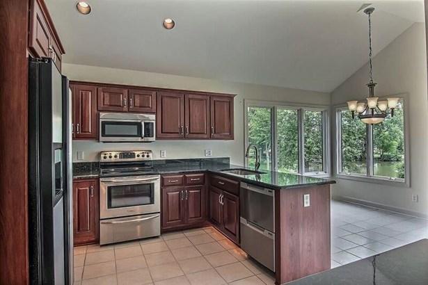 Twnhse/Half Duplex, Ranch/1 Sty/Bungalow - St. John, IN (photo 2)