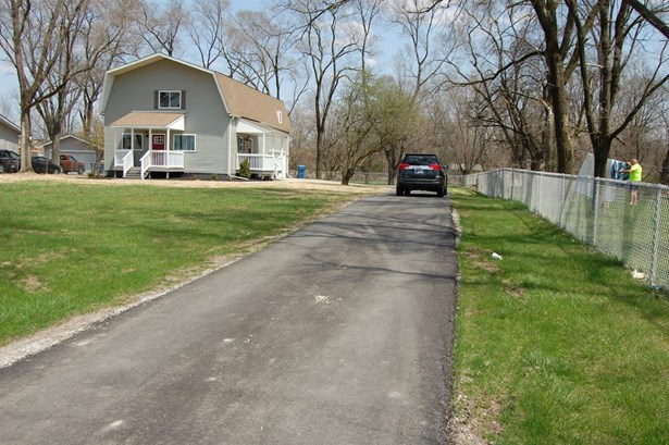 Single Family Detach, 2 Story - Crown Point, IN (photo 4)