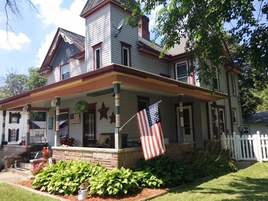 2 Stories, Victorian - CLIFTON, IL (photo 1)