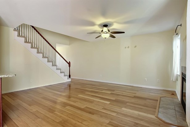 Twnhse/Half Duplex, 2 Story,Townhome - Chesterton, IN (photo 4)