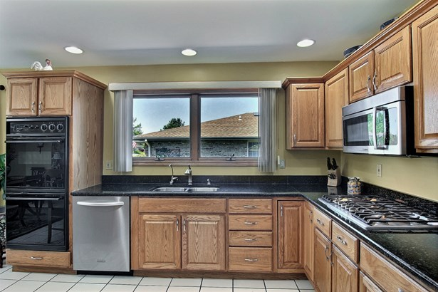 2 Stories, Contemporary - HIGHLAND, IN (photo 5)