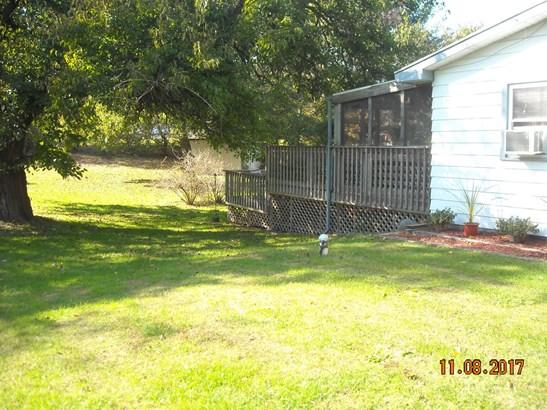 Single Family Detach, Tri Level - Westville, IN (photo 4)