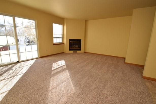 Twnhse/Half Duplex, 2 Story - Porter, IN (photo 4)