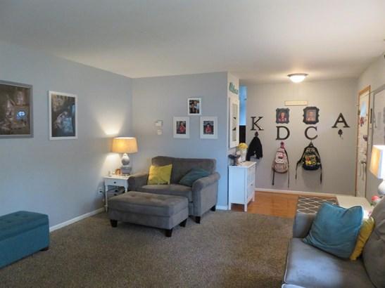 Single Family Detach, Tri Level - Merrillville, IN (photo 4)