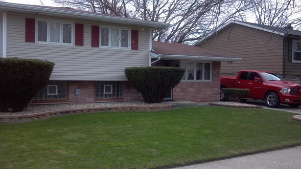 Single Family Detach, Tri Level - Gary, IN (photo 2)