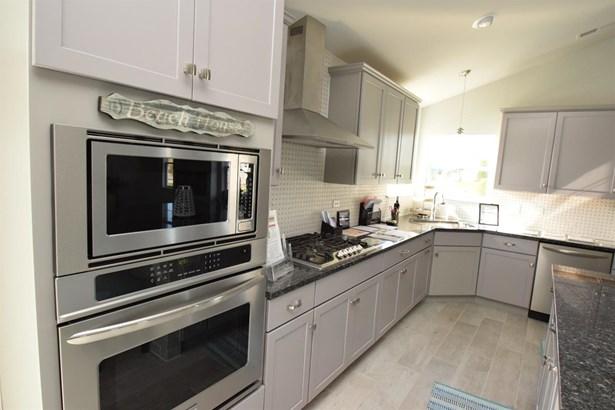 Twnhse/Half Duplex, 1.5 Sty/Cape Cod - Portage, IN (photo 4)