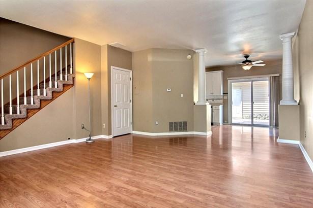 Twnhse/Half Duplex,Condominium, 2 Story,Townhome - Highland, IN (photo 5)