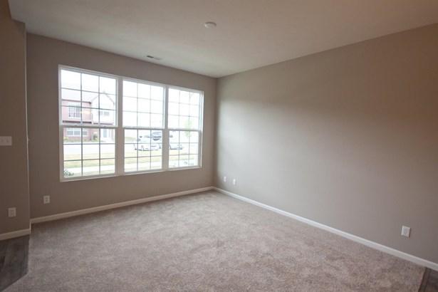 Twnhse/Half Duplex, 2 Story,Townhome - Schererville, IN (photo 2)