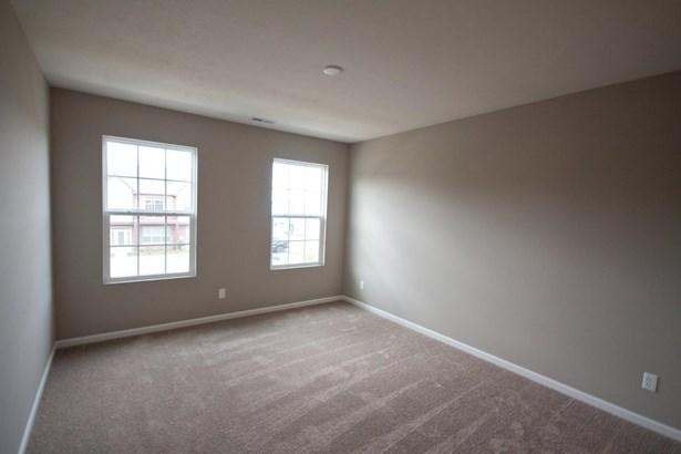 Twnhse/Half Duplex, 2 Story,Townhome - Schererville, IN (photo 4)