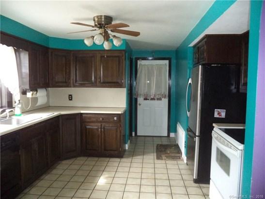 Single Family For Sale, Cape Cod - New Britain, CT (photo 3)
