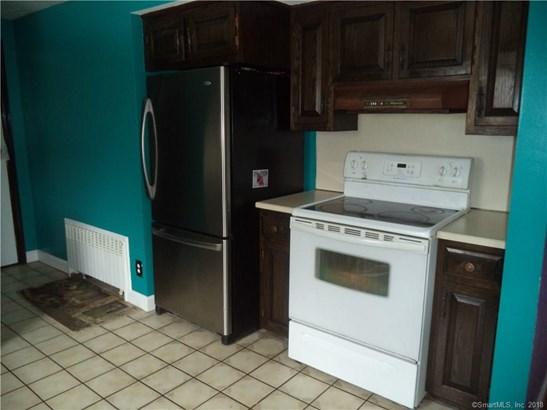 Single Family For Sale, Cape Cod - New Britain, CT (photo 4)