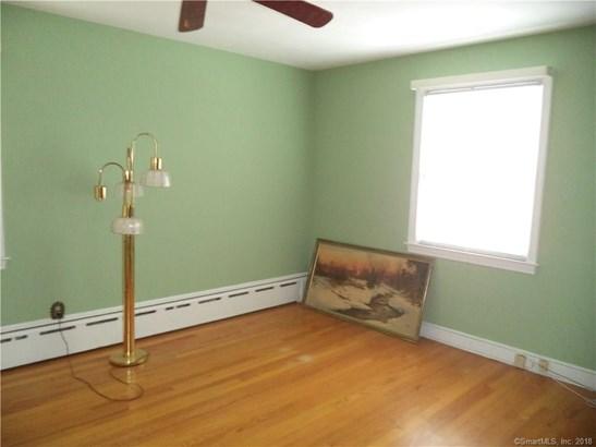 Single Family For Sale, Cape Cod - New Britain, CT (photo 5)