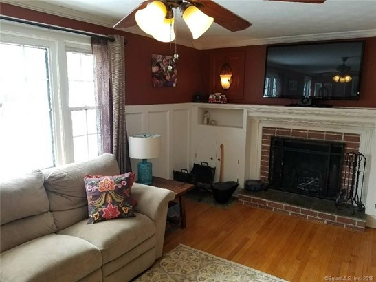 Single Family For Sale, Colonial - Berlin, CT (photo 4)