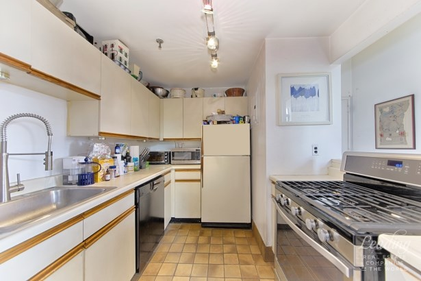 Seller Says, Bring Offers 2p, Cobble Hill, NY - USA (photo 2)
