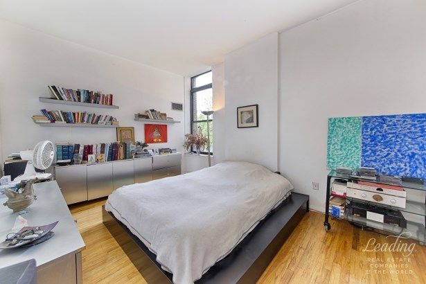 Seller Says, Bring Offers 2p, Cobble Hill, NY - USA (photo 3)