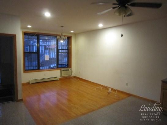 1118 Bay Ridge Avenue 1, Dyker Heights, NY - USA (photo 2)