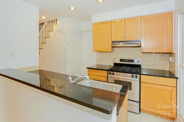 99 -07 Ascan Avenue, Forest Hills, NY - USA (photo 5)