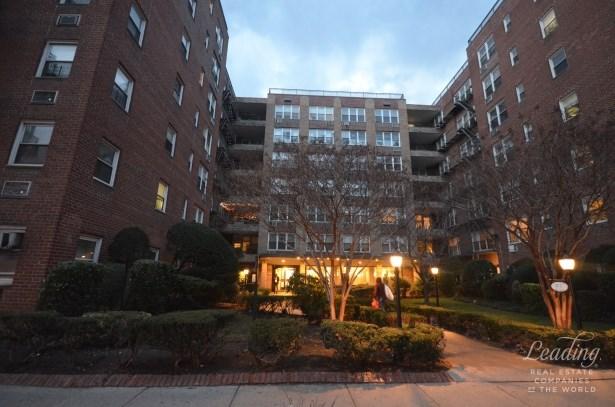 94 -11 59th Avenue A6 A6, Elmhurst, NY - USA (photo 1)