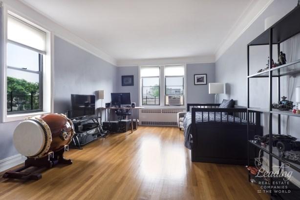 Extra Large Top Floor Corner 1 Bed 6c, Jackson Heights, NY - USA (photo 1)