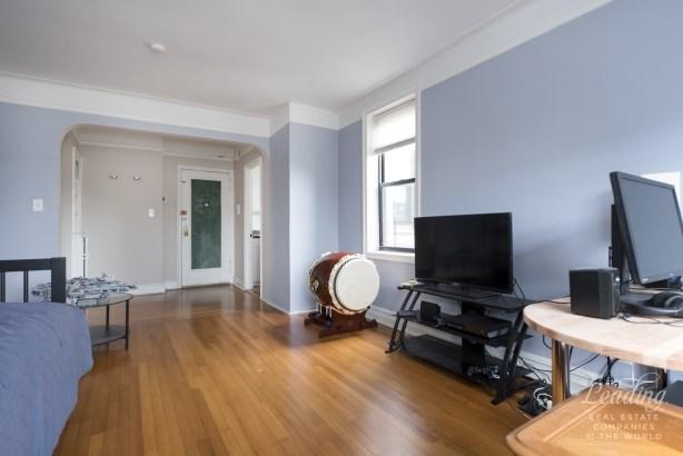 Extra Large Top Floor Corner 1 Bed 6c, Jackson Heights, NY - USA (photo 2)