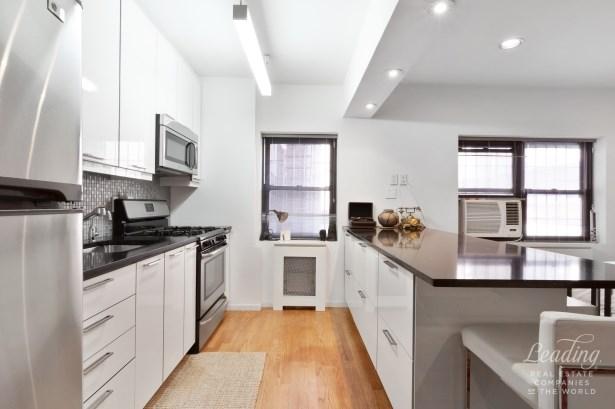 7702 34th Avenue B16, Jackson Heights, NY - USA (photo 3)