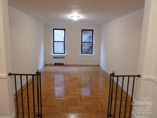 35 -53 82nd Street 3b 3b, Jackson Heights, NY - USA (photo 2)