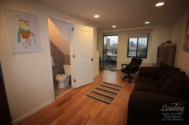 Fantastic 1bed/2bath Duplex In Astoria 6a, Astoria, NY - USA (photo 4)