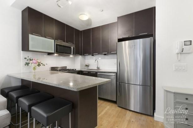 502 Ninth Avenue 5a, New York, NY - USA (photo 2)