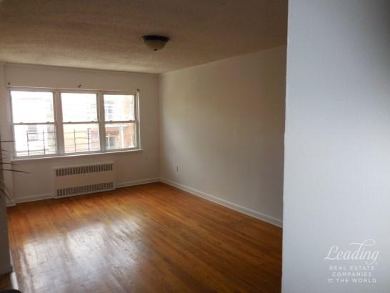 47 Street 3, Astoria, NY - USA (photo 2)