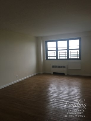 2br With Panoramic Views In The Bronx 11j, Bronx, NY - USA (photo 1)