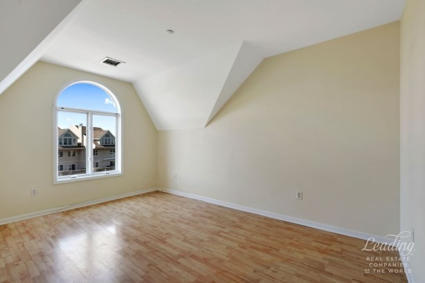 1490 Outlook Avenue 2l 2l, Country Club, NY - USA (photo 5)