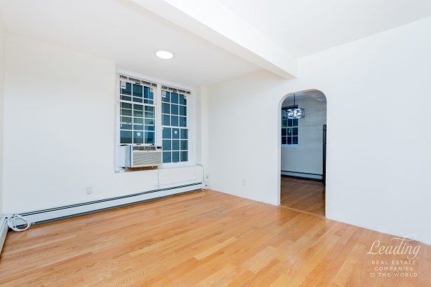 81 Payson Avenue 3 3, New York, NY - USA (photo 4)